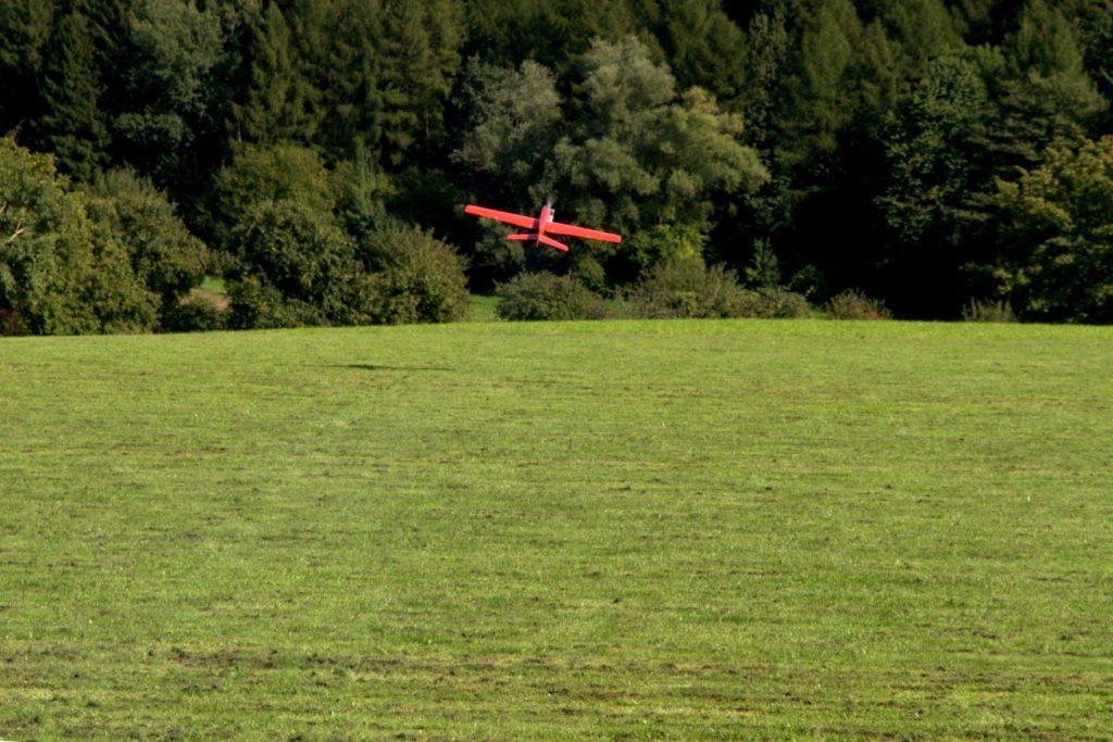 Startendes Modell auf dem Modellflugplatz Gaiberg