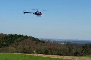 Hubschrauber über Modellflugplatz Gaiberg